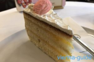 カフェラントマンでハリー王子とメーガン妃のロイヤルウェディングケーキが食べられる